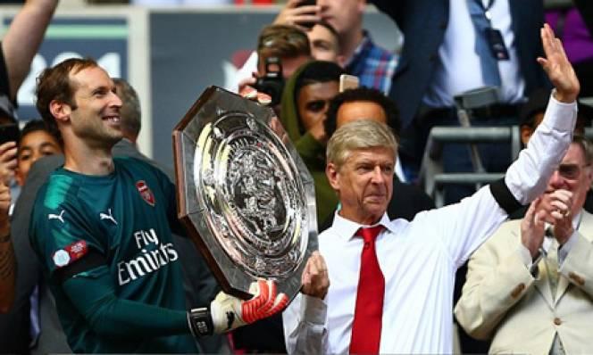 Wenger hài lòng với thắng lợi, Conte bảo vệ Courtois