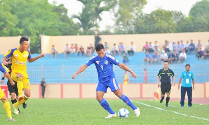 Minh Tuấn tỏa sáng, Quảng Nam giành lại điểm số từ tay Khánh Hòa