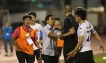 Phản đối trọng tài, cầu thủ Long An làm trò hề chưa từng có trong lịch sử V-League