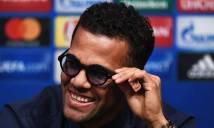 Dani Alves chào hỏi đội bóng cũ khi trận đấu đang diễn ra 'gây sốt' cộng đồng mạng