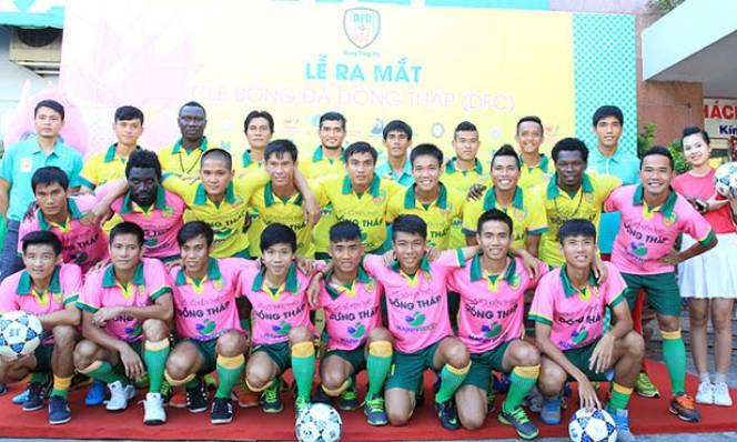 Chuyện lạ Việt Nam: Trường đại học tài trợ cho đội bóng