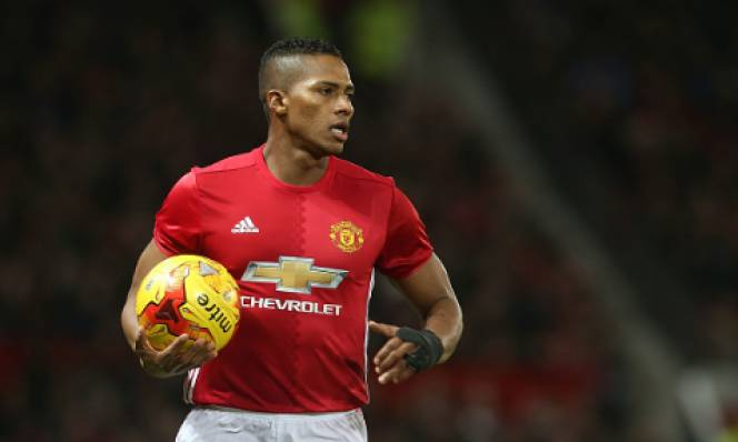 Thi đấu ổn định, Valencia được Man Utd tưởng thưởng