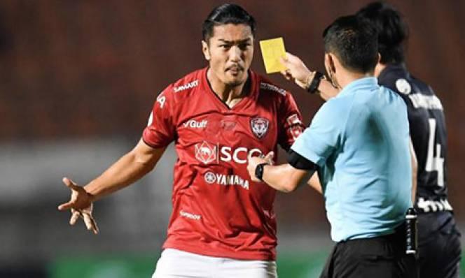 Trọng tài bị treo còi vĩnh viễn vì không thổi phạt 11m ở Thai League