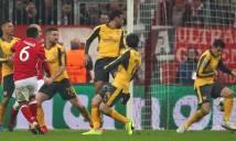 Arsenal rách nát hàng thủ, HLV Wenger…cạn lời