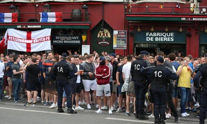 Sau Nga, CĐV Anh tiếp tục gây loạn tại Pháp