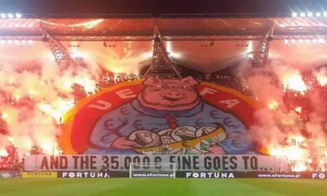 Hooligan Ba Lan thêm một lần công khai thách thức UEFA