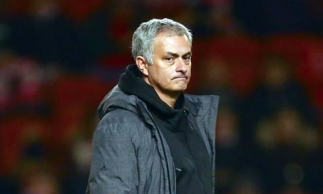 Sau thất bại ở League Cup, người hâm mộ đòi MU sa thải Mourinho