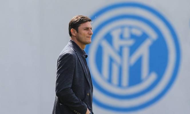 CHÙM ẢNH: Zanetti thị sát buổi tập của Inter trước trận Derby Milan