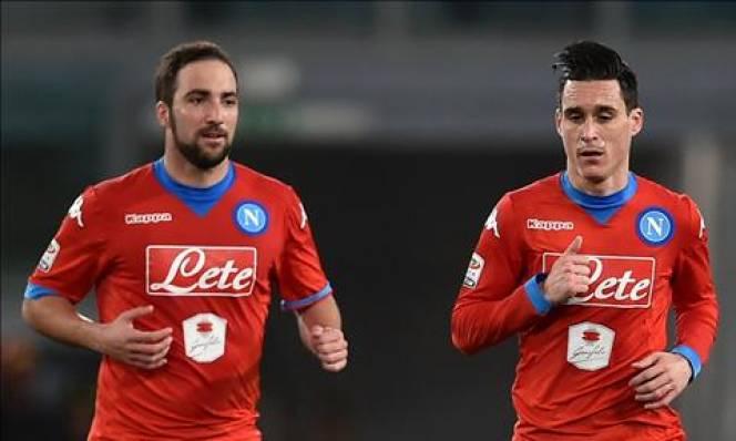 Đồng đội không muốn Higuain rời Napoli