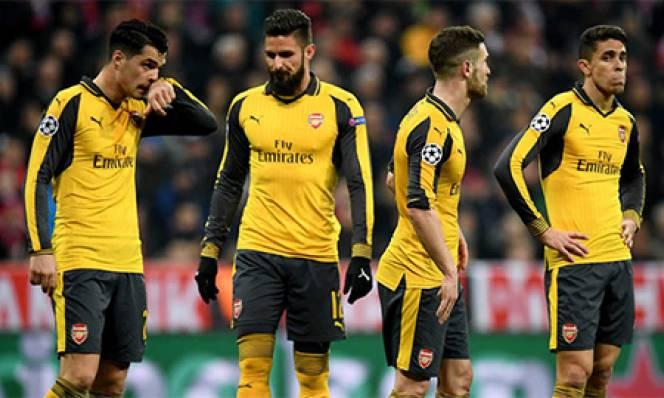 Có duy nhất 1 cầu thủ Arsenal nán lại sân cảm ơn CĐV sau thảm bại