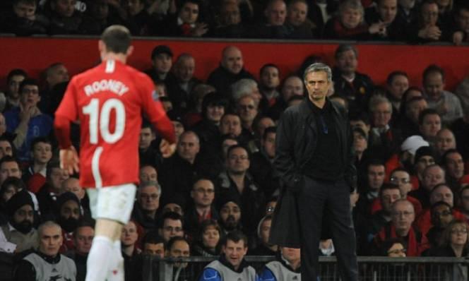 Mourinho - Rooney: Bỏ thì thương mà vương thì tội