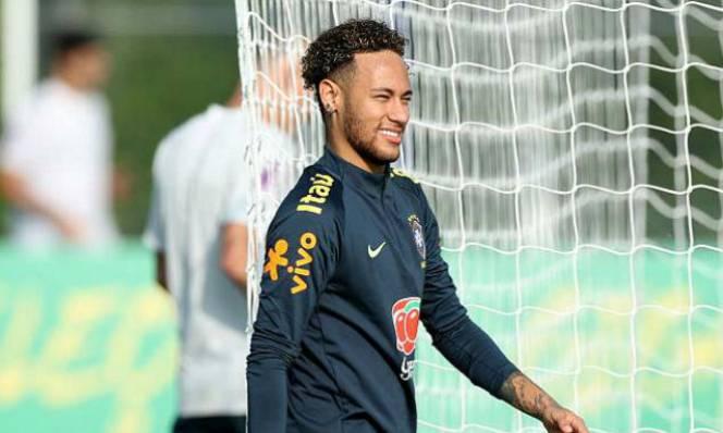 """Tin nóng World Cup 29/5: Neymar đổ bộ Tottenham, Brazil """"tập bắn"""""""