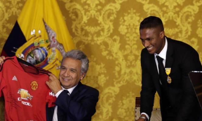 Valencia được nhận huân chương nhờ việc thi đấu cho M.U