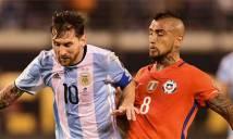 Vidal phàn nàn về việc Messi được FIFA ưu ái