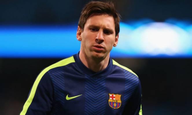 Vượt qua huyền thoại Roberto Carlos, Messi xác lập kỷ lục mới tại Champions League