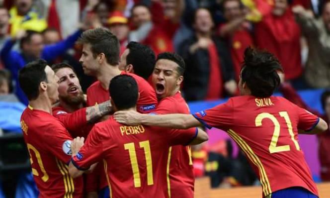 David Silva gia nhập 'CLB 100' của ĐT Tây Ban Nha