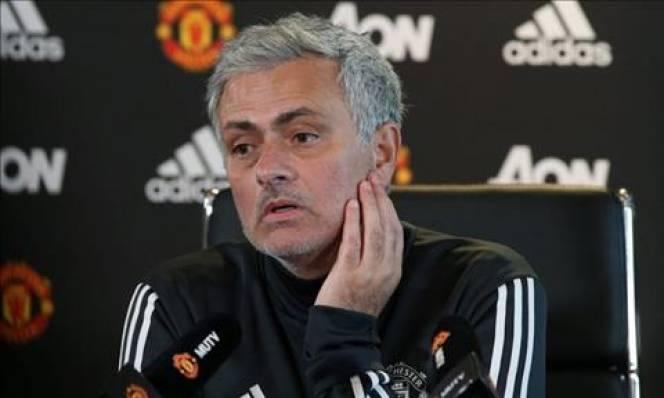 Mourinho thừa nhận M.U không thể đuổi kịp Man City