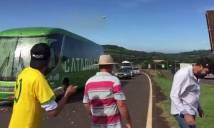 Xe buýt của tuyển Brazil bị CĐV tấn công bằng gạch đá, trứng