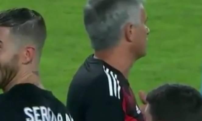 Ramos cười đểu, ám chỉ Mourinho