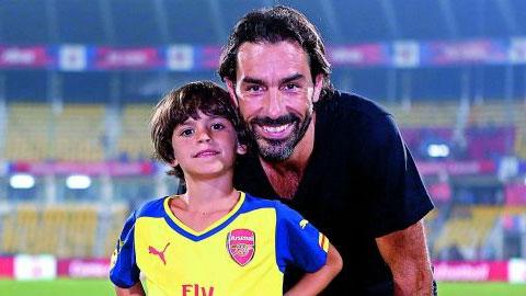 'Tiểu Pires' nối nghiệp cha tại Arsenal