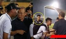 Đến tận Hàng Đẫy dự khán, thầy Park xuống tận sân thăm hỏi học trò cưng nhưng bất ngờ ngó lơ 1 người